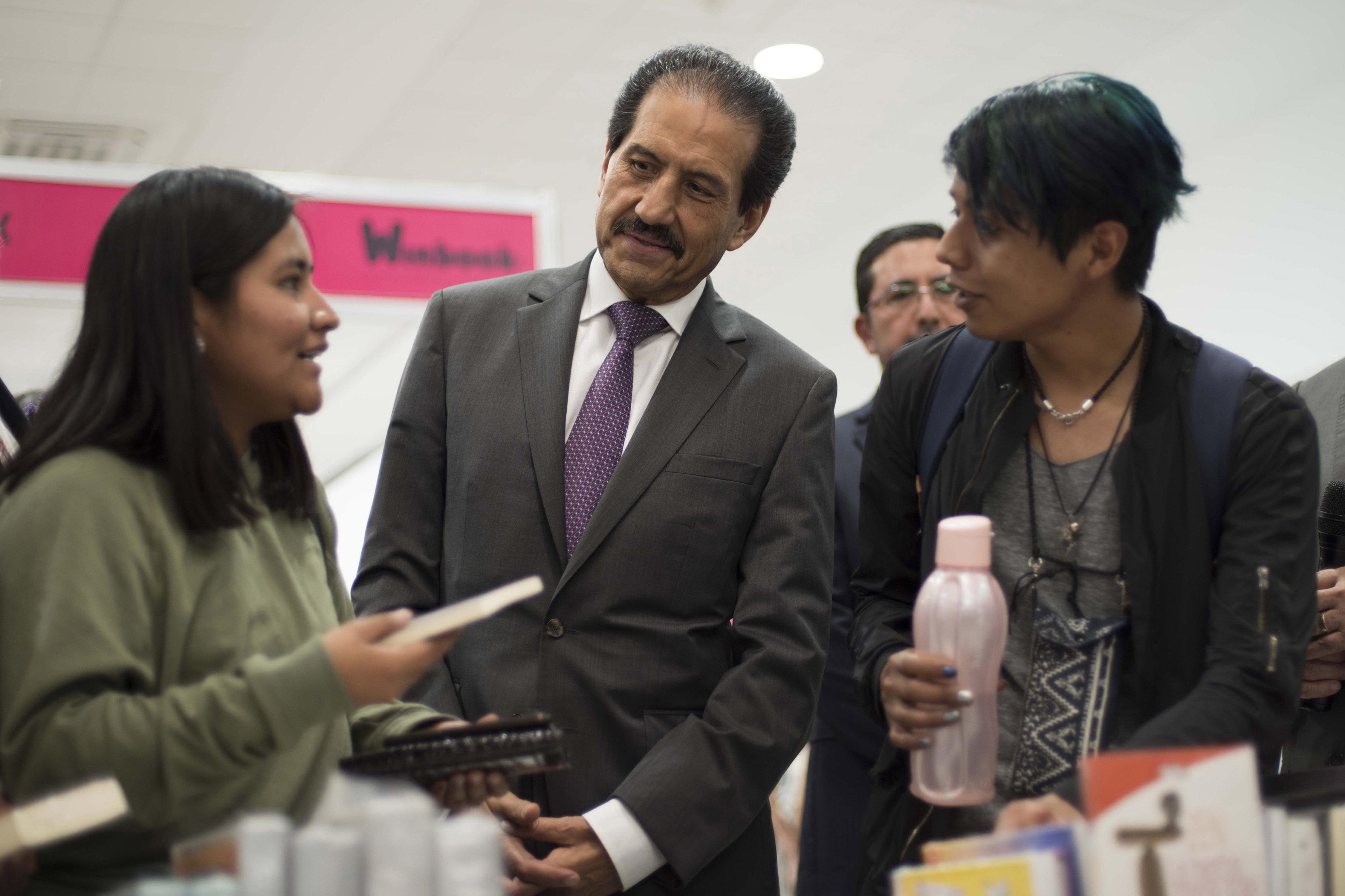 Rector Esparza en la 31 Feria Nacional del Libro